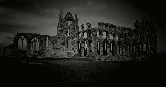 Set on a headland high over the popular seaside town, Whitby Abbey is the perfect choice for a great value day trip in Yorkshire